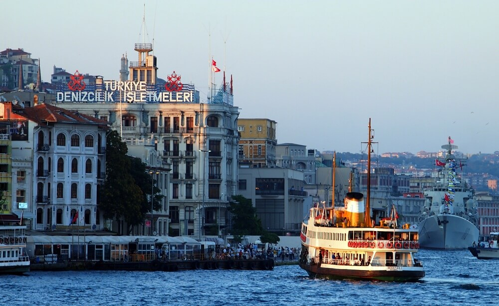 Eski İstanbul'un Merkezlerinden Karaköy